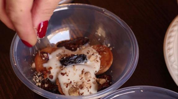 посыпаем орешками, как на... Тирамису с черносливом: пошаговый фото-рецепт