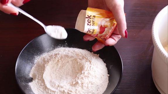 Соединяем сухие ингредиенты: муку и разрыхлитель для теста. Печенье Вупи пай (whoopie pie): пошаговый фото-рецепт