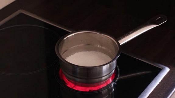 Сахар пересыпаем в кастрюльку с двойным дном. Карамельный соус: пошаговый фото-рецепт