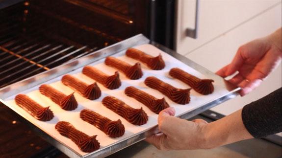 Выпекаем в духовке заранее разогретой до 190... Шоколадный эклер: пошаговый фото-рецепт