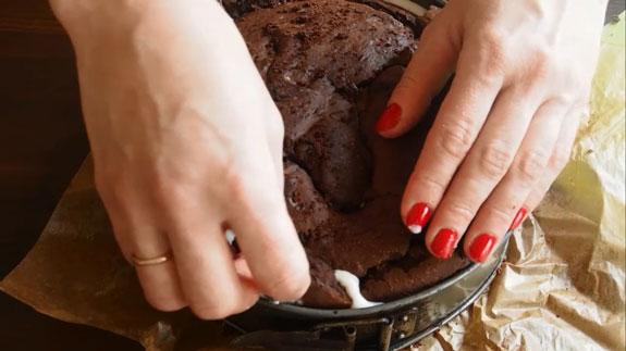 Затем выливаем оставшийся крем и накрываем... Торт Вупи пай (whoopie pie): пошаговый фото-рецепт