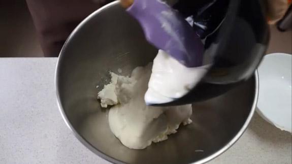Творог взбиваем с йогуртом на максимальной... Банановый торт: пошаговый фото-рецепт