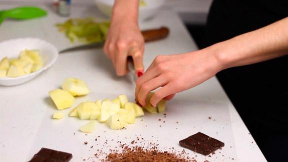 Для декорирования натираем шоколад на терке. Белковый десерт: пошаговый фото-рецепт