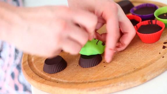 Ставим конфеты на 15 минут в холодильник. Диетические шоколадные конфеты с арахисовой пастой: пошаговый фото-рецепт