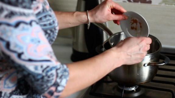 Добавляем в шоколад корицу. Диетические шоколадные конфеты с арахисовой пастой: пошаговый фото-рецепт