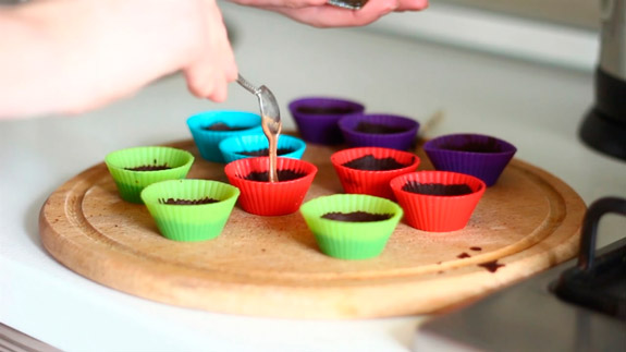 Через 10 минут наполняем конфеты. Диетические шоколадные конфеты с арахисовой пастой: пошаговый фото-рецепт