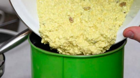 Заливаем тесто в форму. Кулич Пасхальный: пошаговый фото-рецепт