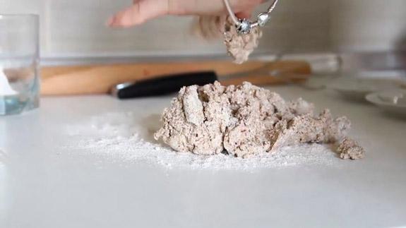 Высыпаем тесто на поверхность. Черешневый тарт: пошаговый фото-рецепт