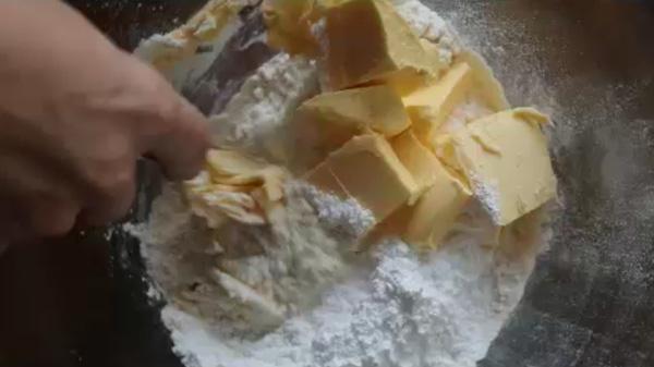 Вилкой перетираем кусочки сливочного масла. Песочное печенье на молоке: пошаговый фото-рецепт