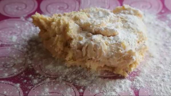 Перекладываем тесто на коврик. Песочное печенье на молоке: пошаговый фото-рецепт
