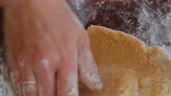 Готовое тесто отправляем в холодильник на 10-20 минут. Рогалики на творожном тесте: пошаговый фото-рецепт