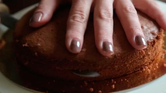 Достаем бисквит, даем ему полностью остыть и... Торт Черный Лес: пошаговый фото-рецепт