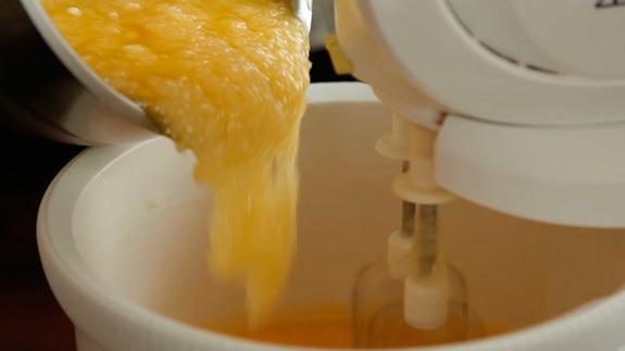 Яйца взбиваем на максимальной скорости миксера несколько минут. Пирог Блонди: пошаговый фото-рецепт